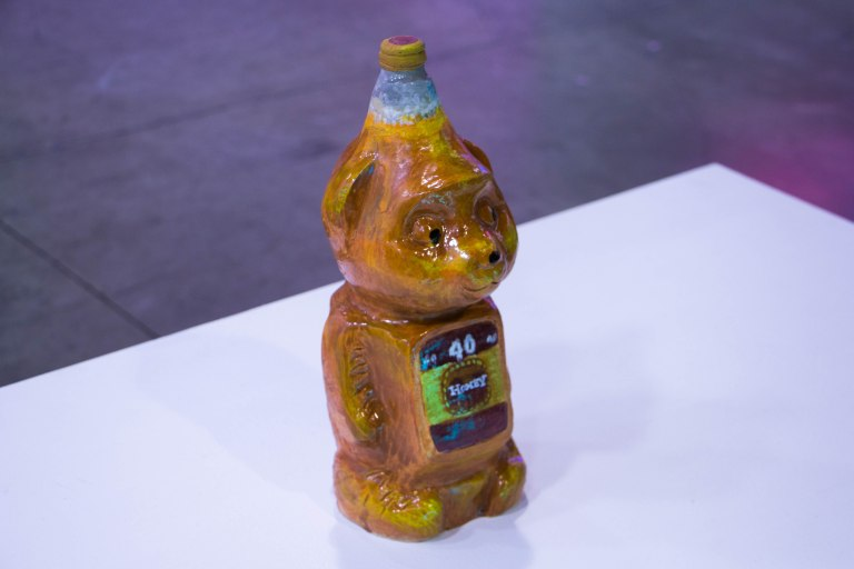 img_complexcon2016_40oz_honey_sculpture_art_01