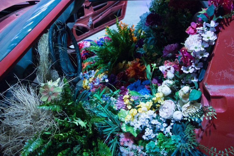img_complexcon2016_car_flowers_art_01